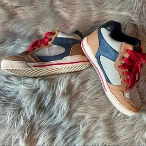 Kids trendy shoes size 2